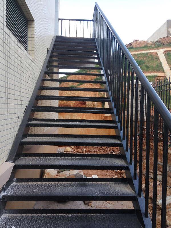 制作钢结构楼梯 铁艺楼梯扶手